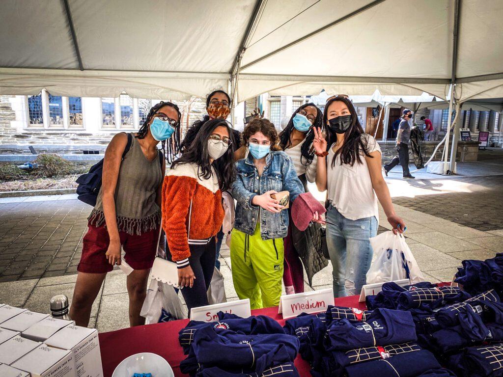 Students posing at the University Life Grab and Greet